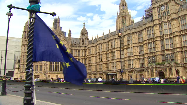 vídeos de stock, filmes e b-roll de slow motion shot of the eu flag waving outside the houses of parliament - brexit