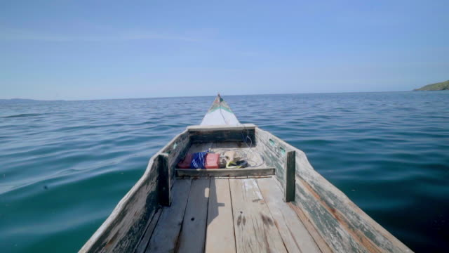 slow motion shot of wooden boat moving on sea against blue sky, nautical vessel on water - lombok, bali - nautical vessel点の映像素材/bロール