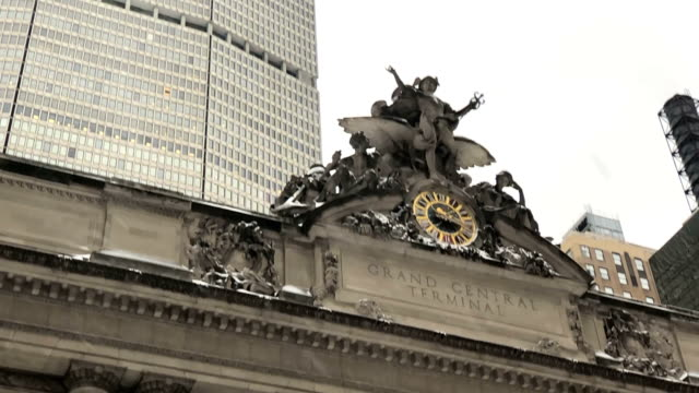slow motion - snow in front of grand central - grand central station manhattan stock videos & royalty-free footage