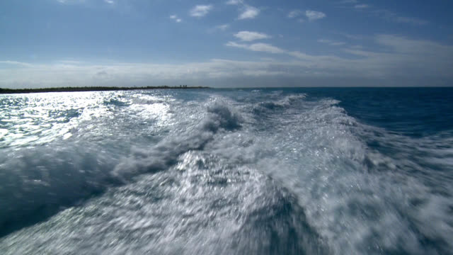 slow motion speed boat wake tropical island horizon - speed boat stock videos & royalty-free footage