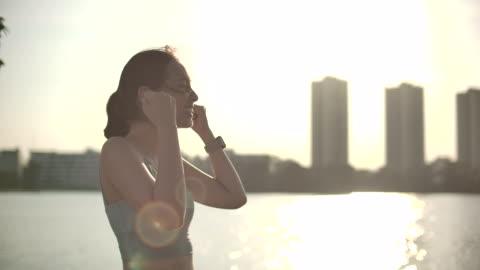 slow motion sport kvinna vinna - vinna bildbanksvideor och videomaterial från bakom kulisserna
