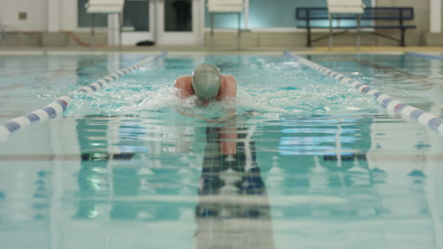 vídeos de stock, filmes e b-roll de slow motion surface level view of boy swimming breaststroke / provo, utah, united states - provo