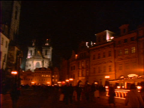 slow motion swish pans old town square + tyn church at night / prague, czech republic - altstädter ring stock-videos und b-roll-filmmaterial