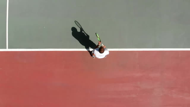 vídeos de stock e filmes b-roll de slow motion tennis player - raqueta