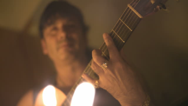 vídeos y material grabado en eventos de stock de slow motion though flames of man playing guitar, spain (individual frames may also be used as a still image. each frame in its raw state is about 6mb or about 12mb as a 16 bit tiff) - guitarrista