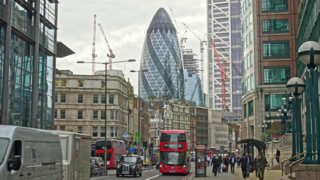 slow motion video of streets around london - sir norman foster building stock videos & royalty-free footage