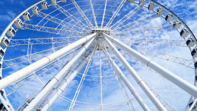 slow motion: view looking up at montreal observation wheel turning - montréal stock-videos und b-roll-filmmaterial