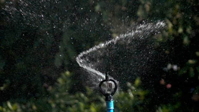 Slow motion, Water sprinkler