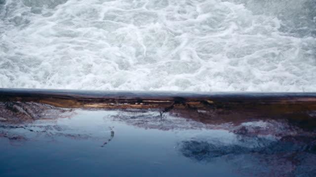 vídeos de stock, filmes e b-roll de câmera lenta: cachoeira fundo, fluxos de água - curso de água