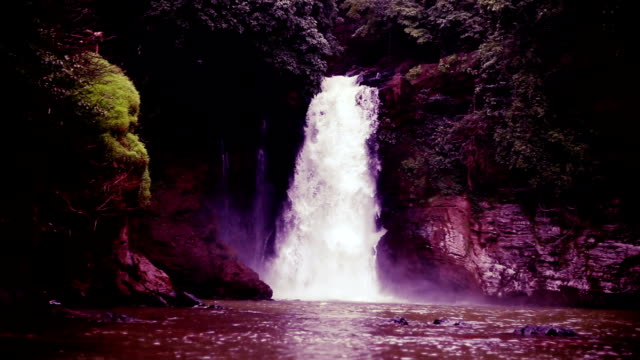 Slow-Motion-Wasserfall in Goa, Indien