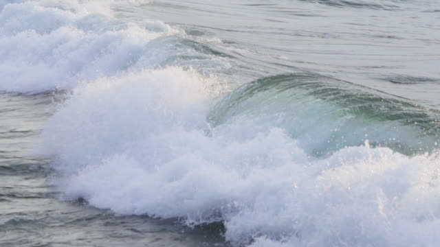 slow motion waves - lago superiore video stock e b–roll