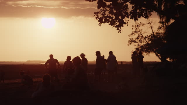 slow motion wide shot of people on beach at sunset / esterillos, costa rica - isoliert stock-videos und b-roll-filmmaterial