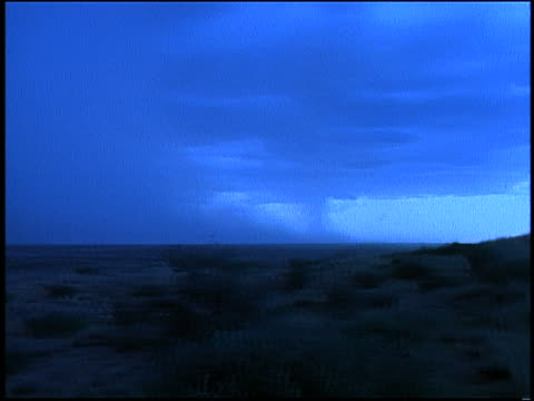 vídeos de stock, filmes e b-roll de blue slow motion wide shot pan storm clouds + rain over desert plains / lightning at end - sparklondon