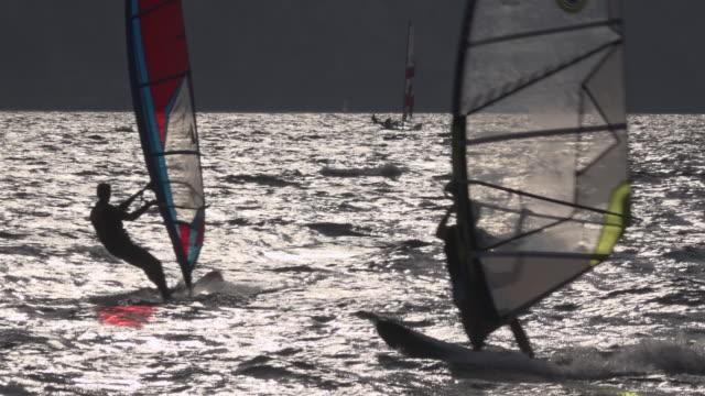 slow motion/ windsurfing on lake garda - トレンティーノ点の映像素材/bロール