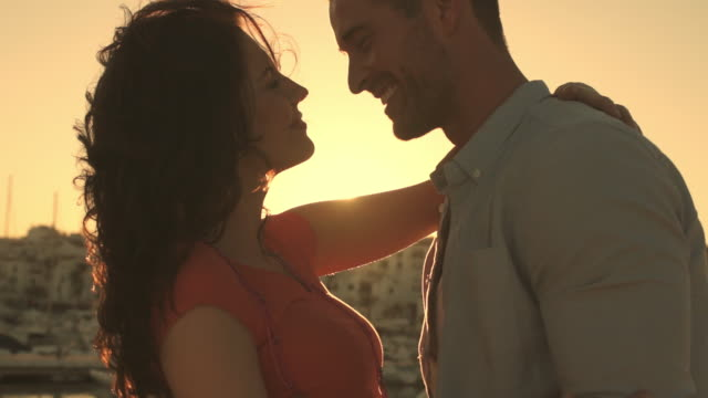 vidéos et rushes de slow motion young couple dancing by marina in sunset. - slow