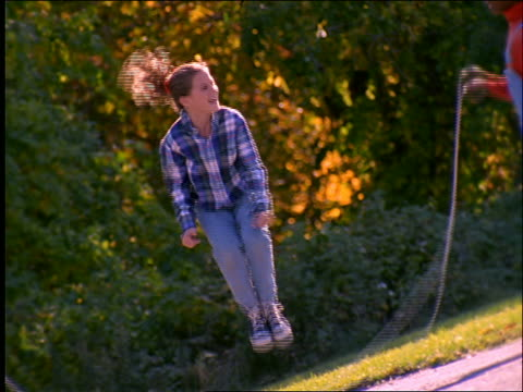 stockvideo's en b-roll-footage met slow motion young girl jumping rope / connecticut - alleen meisjes