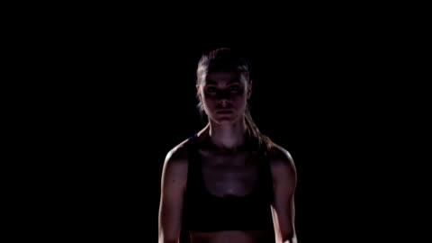 vídeos y material grabado en eventos de stock de cámara lenta. mujer joven corriendo - derrota