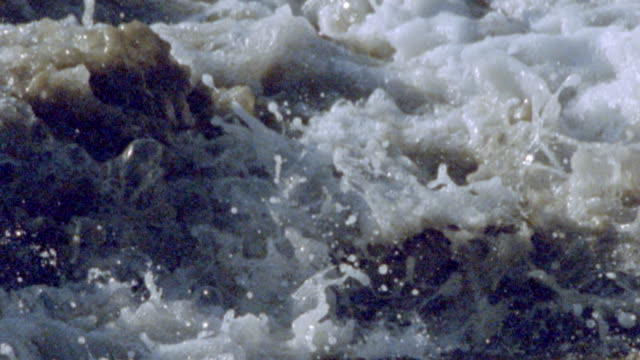 slow motion zoom in close up pan waves crashing + splashing onto beach / oregon - verwirrung stock-videos und b-roll-filmmaterial