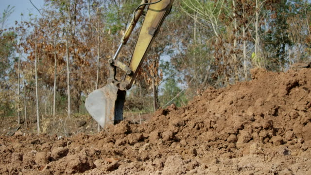 slow motion,excavator shovel digs into a ground - claw stock videos & royalty-free footage