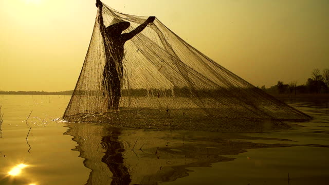 HD slow motion:Local lifestyles of fisherman working in the morning sunrise.