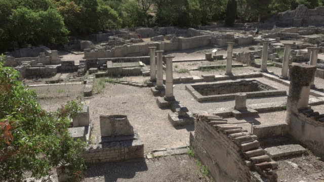 slow pan over ancient roman city glanum in saint-rémy-de-provence - 6th century bc stock videos and b-roll footage