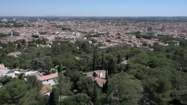 vidéos et rushes de slow pan over the city of nimes - panoramique