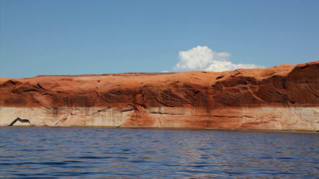 lento viaggio nel canale principale at lake powell - lago powell video stock e b–roll