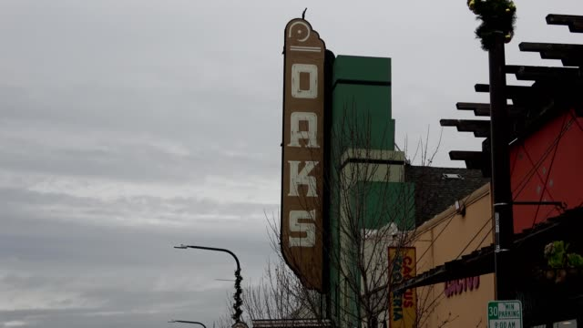 slow zoom in to marquee on facade of the historic oaks theater on solano avenue in berkeley, california, january 8, 2019. - theatre banner commercial sign stock videos & royalty-free footage