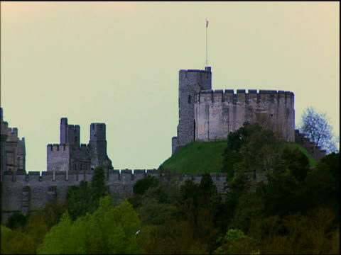 slow zoom into tower and battlements of arundel castle at dusk sussex - arundel castle stock videos & royalty-free footage