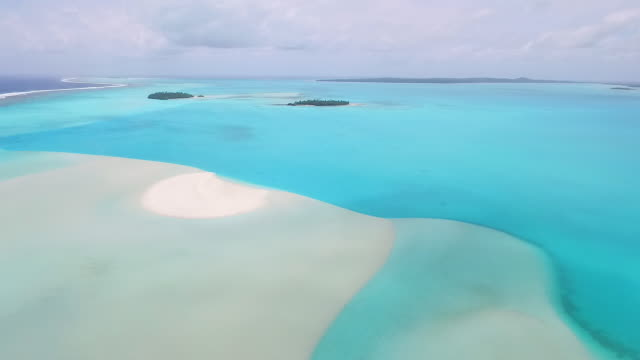 slowly moving forward over aitutaki lagoon - aitutaki lagoon stock videos & royalty-free footage