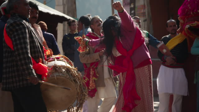 slow-motion sequence showing hindu worshippers welcoming ganga to a village as part of an annual festival, uttarakhand, india. - india video stock e b–roll