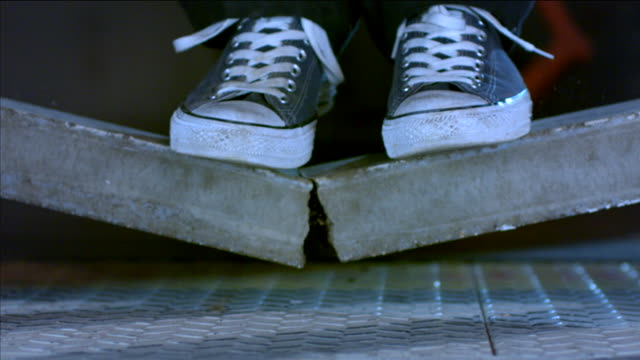 vídeos de stock, filmes e b-roll de slow-motion shot showing feet falling to the floor with a collapsing concrete beam (unreinforced with rebar), uk. - equilíbrio