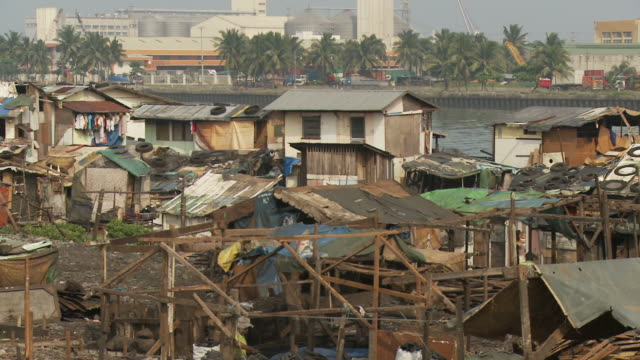 stockvideo's en b-roll-footage met slum in manila philippines - sloppenwijk