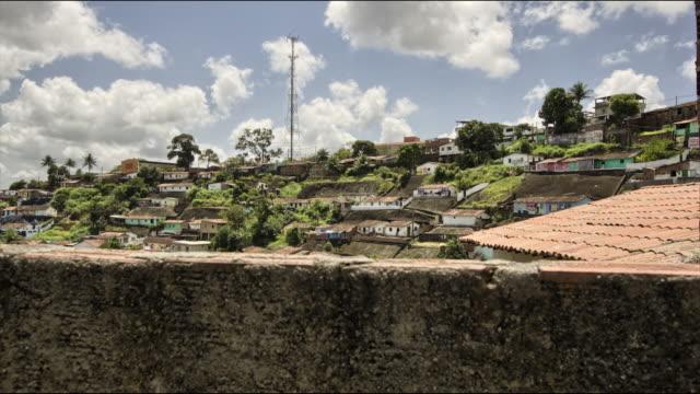 vídeos de stock e filmes b-roll de slum - favela
