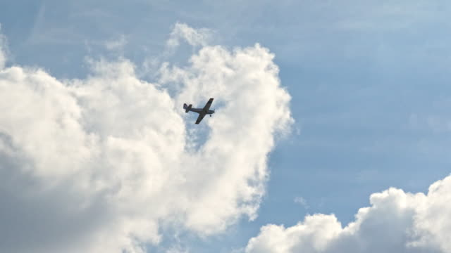 small airplane in the sky - propeller aeroplane stock videos & royalty-free footage