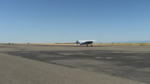ws, small airplane riding and stopping on tarmac, red bluff, california, usa - small stock videos & royalty-free footage