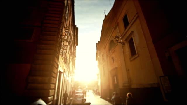 Kleine Alley im Zentrum von Rom mit Bar sign