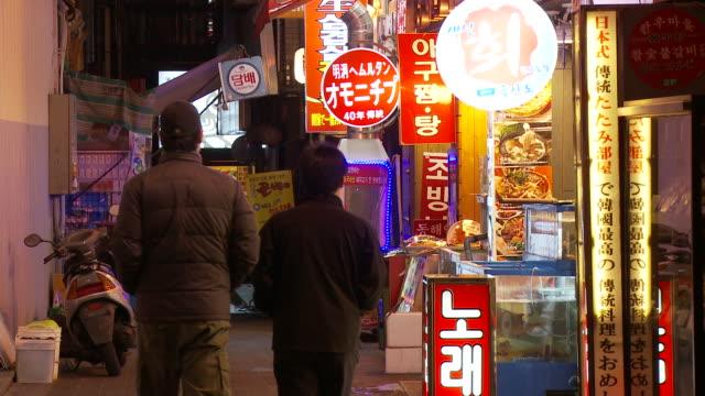 small alleyway in seoul south korea - korea点の映像素材/bロール