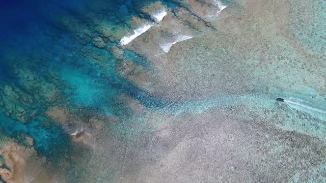 small boat navigating narrow passage through reef - 30 seconds or greater stock videos & royalty-free footage