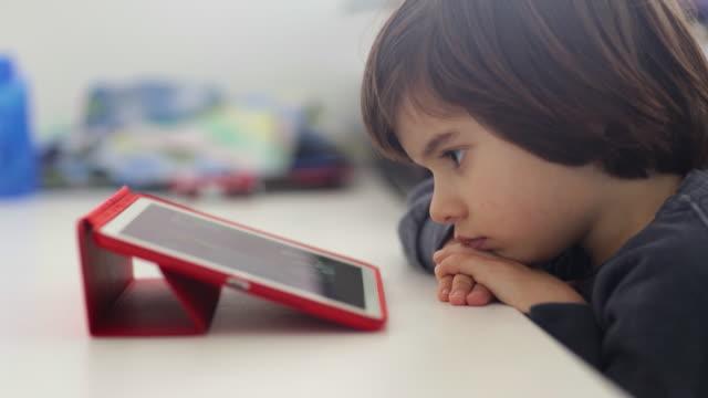 vídeos y material grabado en eventos de stock de small boy using a digital tablet - nativo digital
