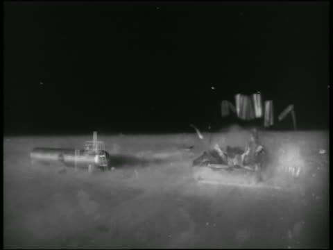 small building exploding during atomic explosion test / nevada - 大量破壊兵器点の映像素材/bロール