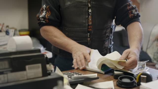 vídeos y material grabado en eventos de stock de small business man doing paperwork - calculadora