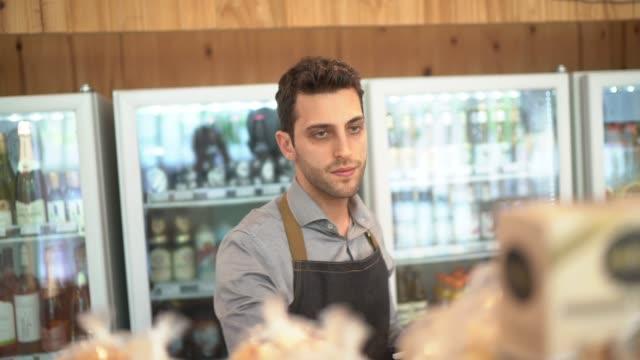 vídeos de stock e filmes b-roll de small business owner working at his small store - empregado de balcão