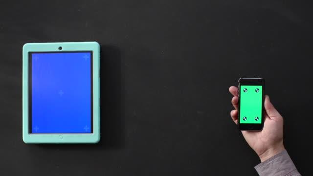vídeos y material grabado en eventos de stock de pequeña empresa. personas que usan tecnología. pantalla verde - carrocería