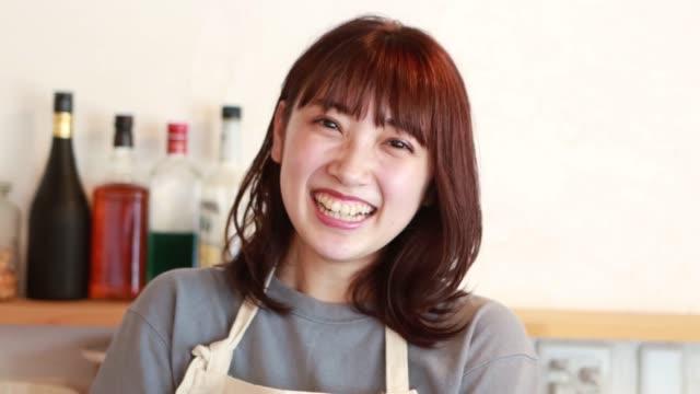 日本の中小企業の若いオーナー - 表す点の映像素材/bロール
