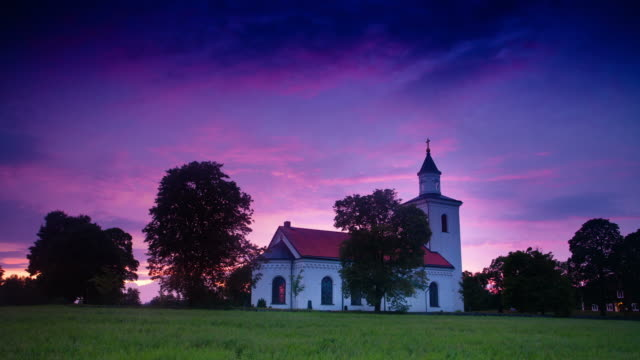 stockvideo's en b-roll-footage met time lapse: small church in sweden - kerk