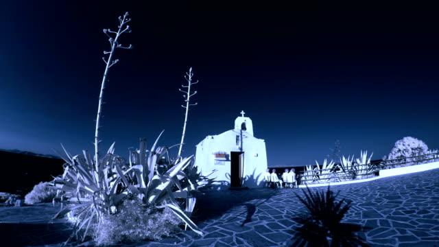 vidéos et rushes de petite église (image infrarouge - fidèle religieux
