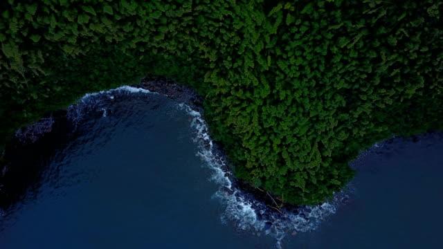 Petite crique et l'eau, rupture sur Egde de l'île de Maui