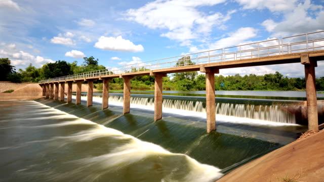 vídeos y material grabado en eventos de stock de pequeño dam - marea