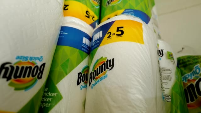 vídeos de stock, filmes e b-roll de small domestic stockpile of charmin toilet paper, bounty paper towels and other paper products, which were in short supply in many regions, in san... - domestic bathroom